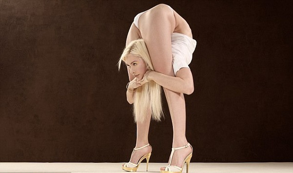 Zlata the Russian contortionist