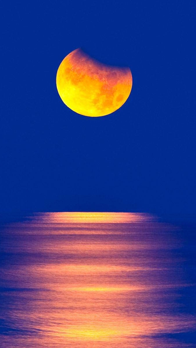 Girl Sprint Car Wallpaper Yellow Moon Over The Sea Iphone 6 6 Plus And Iphone 5 4