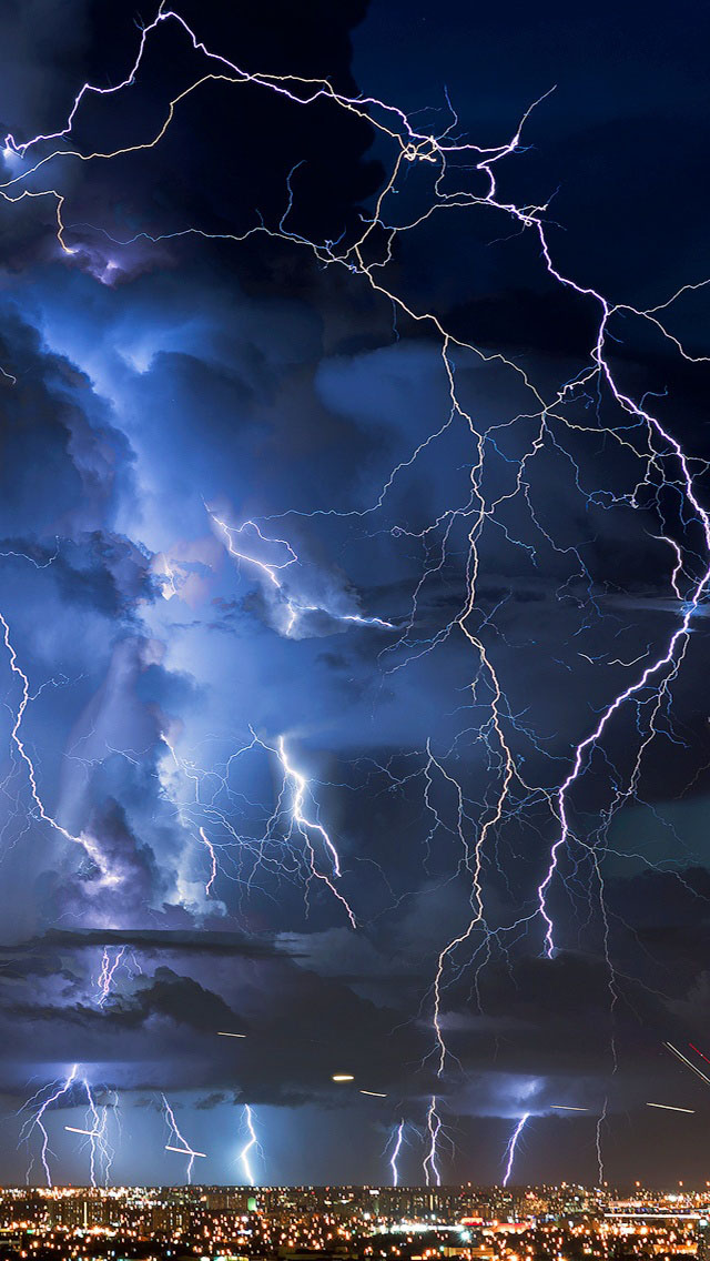 3d Parallax Background Wallpaper Free Download Great Thunderstorm In City Iphone 6 6 Plus And Iphone 5
