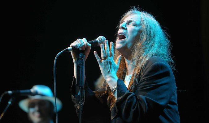 Patti-Smith-and-her-band-02