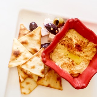 Hummus_food_shot.jpg