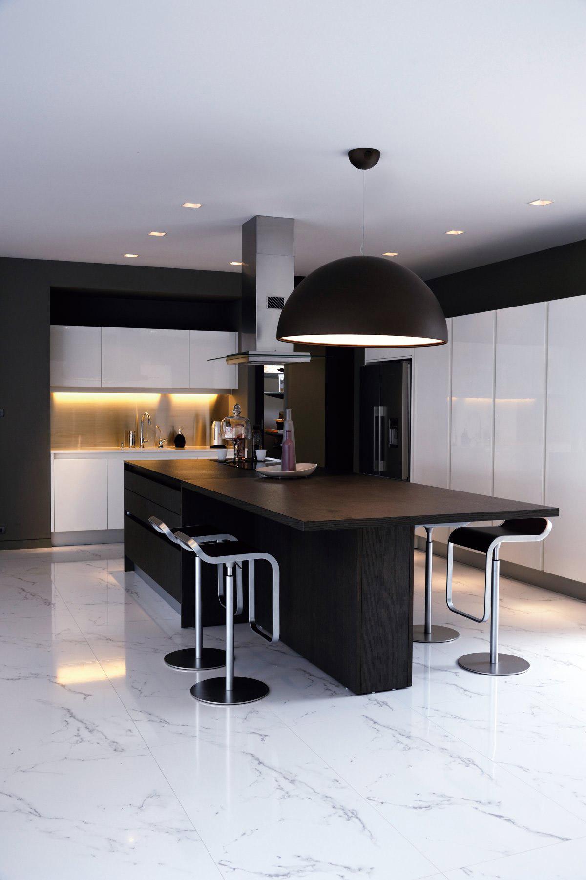 Black & White Kitchen, Island, Breakfast Table, Baan Citta