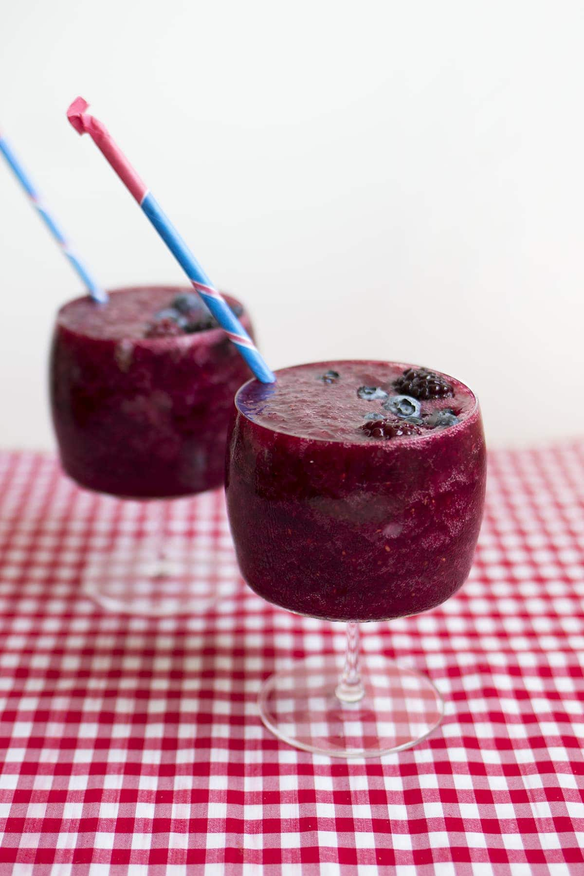 Mixed Berry Wine Slushies - Freutcake | Freutcake