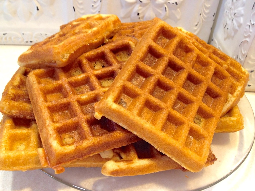 Amish Friendship Bread Waffles by Paula Altenbach ♥ friendshipbreadkitchen.com