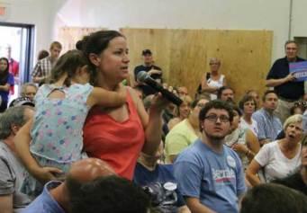 Olivia questions Sanders in N.H.