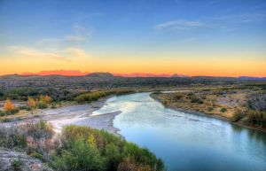 Gfp-texas-big-bend-national-park-overview-of-the-rio-grande-at-dusk