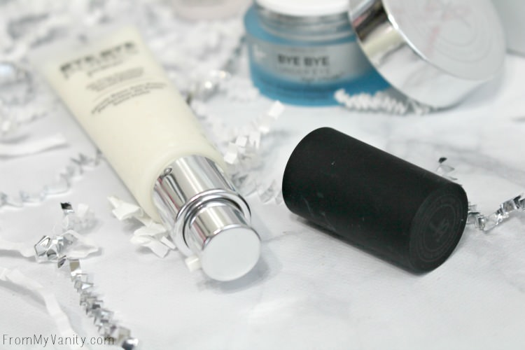 A Primer with a pump? Yes please! Thank you IT Cosmetics Bye Bye Exclusives!