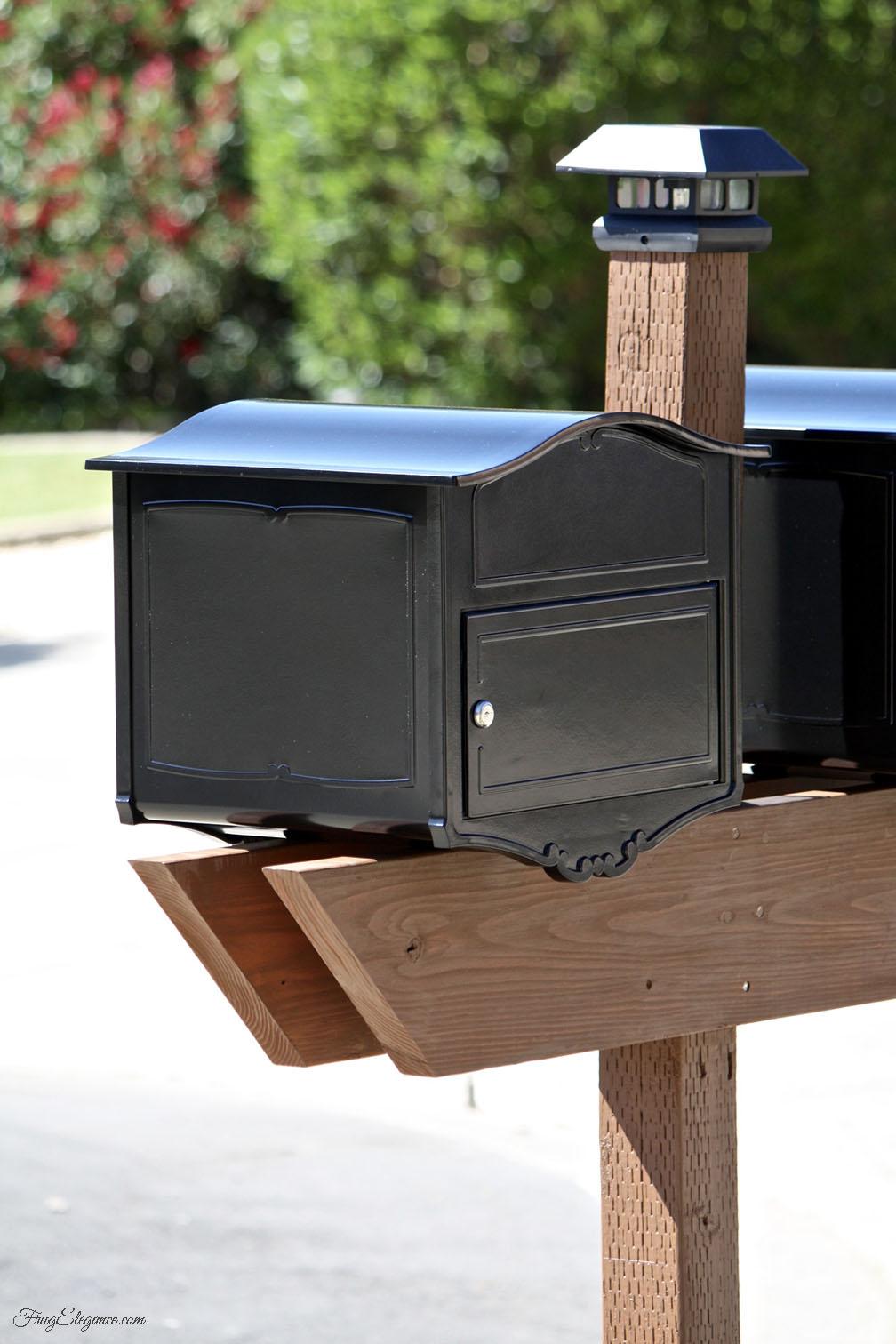 Lockable mailboxes