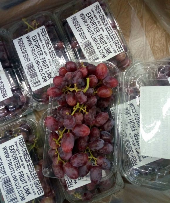 Crimson Grapes Punnet packing by Fruit Link