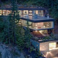 The Khyber Ridge House Into A Cliff