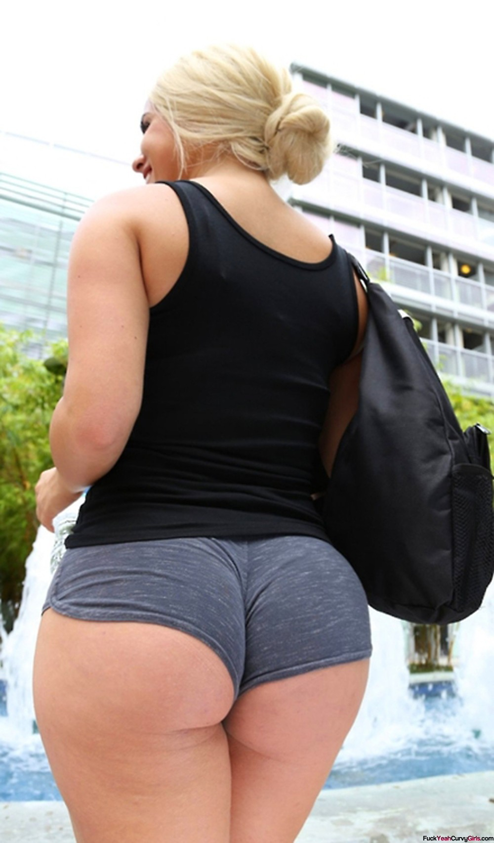 Bbw thick curvy pawg shakes and claps her big 4