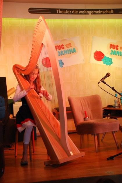 Spezial-Gast spielt himmlische Harfe