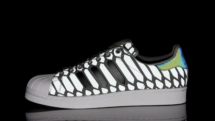 今度はスーパースターが闇夜で光る!アディダス オリジナルス スーパースター (adidas Originals SUPERSTAR) [D69367]