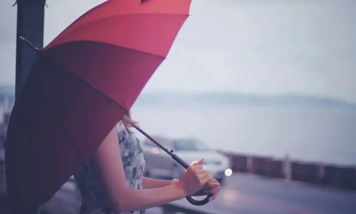 梅雨時期にしたいスニーカーへの湿気対策グッツまとめ!