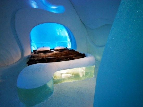Hotel-made ​-of-ice-and-snow-in-Sweden-006