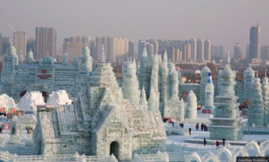 Ice-and-Snow-Sculpture-Festival-002