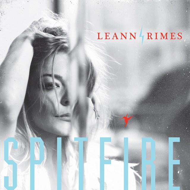 leann-rimes-iphone-FSMdotCOM