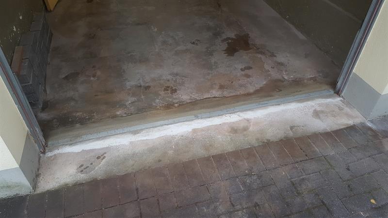 Eine neue Garagen Bodenleiste.