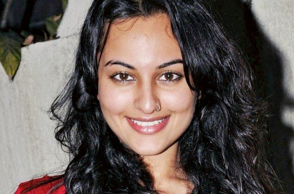 Katrina Kaif Cute Face Hd Wallpapers 18 Best Of Sonakshi Sinha Hot Pics Amp Sexy Bikini Photo