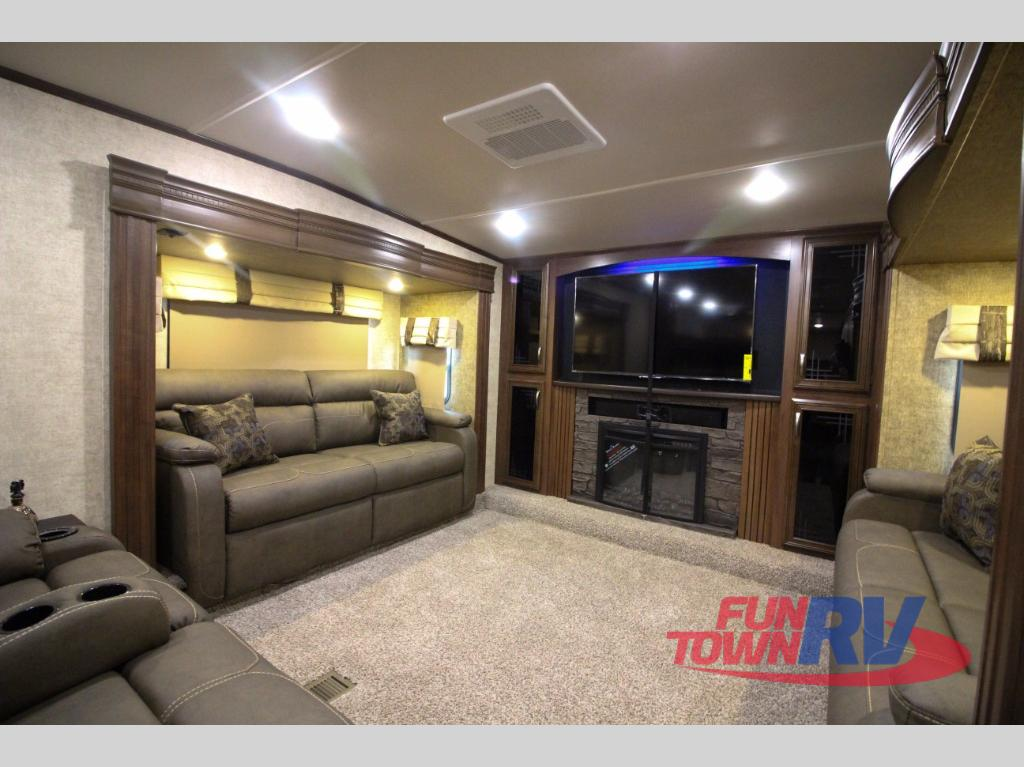 Front Living Room 5Th Wheels