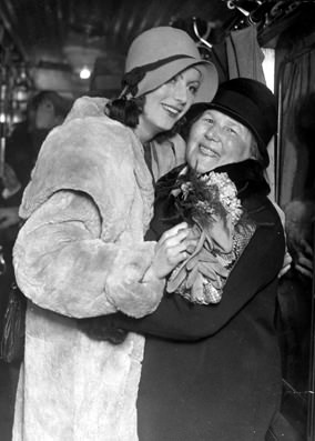 Greta Garbo with her mother in 1939