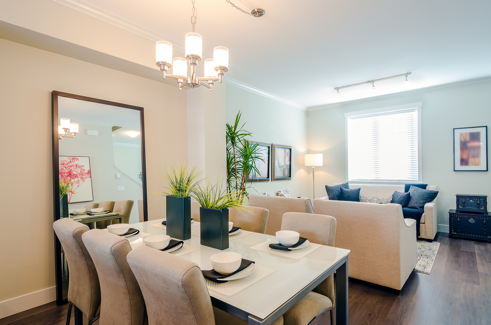 Stylish Dining Room Decor Ideas For Small Spaces