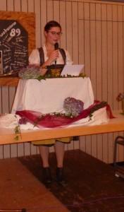 Die erste Vorsitzende des Fanfarenzuges Fränkische Herolde Dertingen, Julia Baumann
