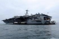 El USS George Washington visto desde el nivel del mar (foto: Embajada de EE.UU. en Lima).