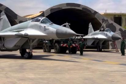 Un MiG-29SMP del Grupo 6 inicia una misión del ejercicio Bilat 2015 rodando desde los shelters de la Base Aérea de Chiclayo (captura video Fuerza Aérea Peruana).