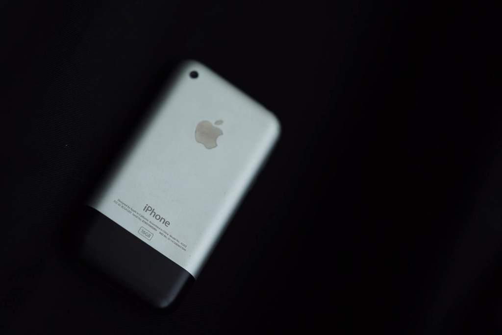 original-apple-iphone-2