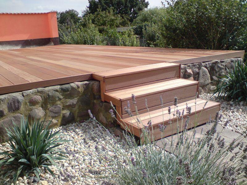 Grosse Holzterrasse mit TreppeJPG (800×600) Garten und Terrasse - terrassen bau tipps tricks