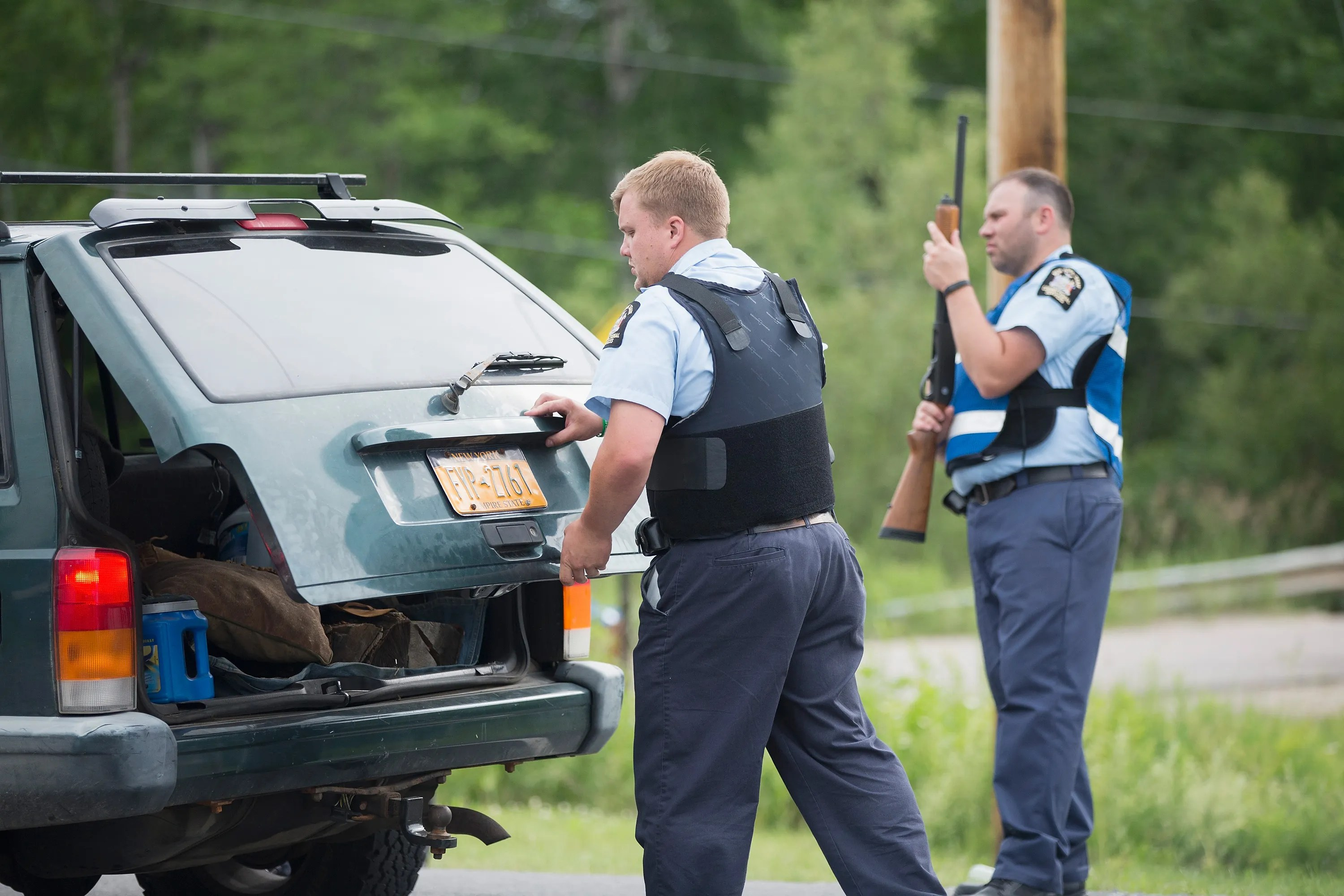 Second NY prison escapee caught near Canadian border - new york state correction officer