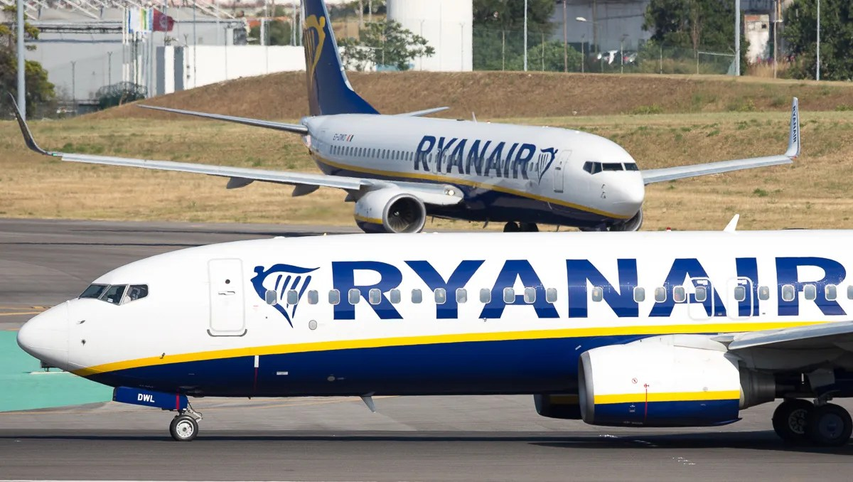 Ryanair Crew Forced To Sleep On Floor Without Food Water