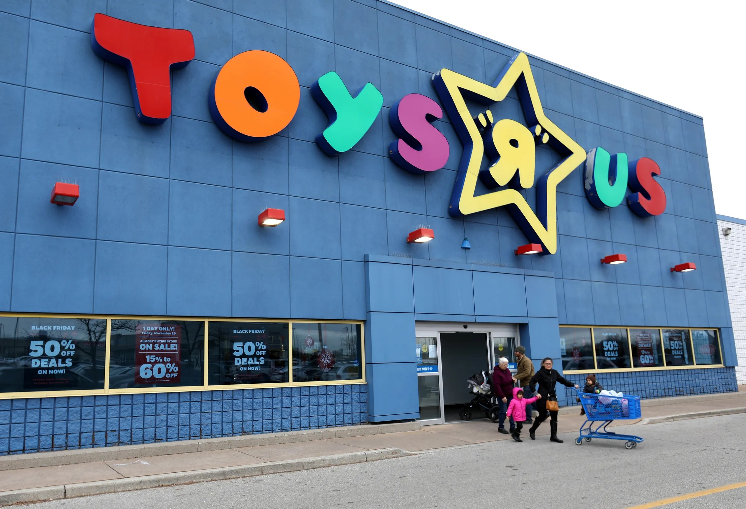 Black Friday Shoppers Are Finding Toys R Us Store In Windsor