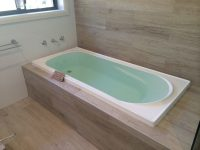 bathtub built in