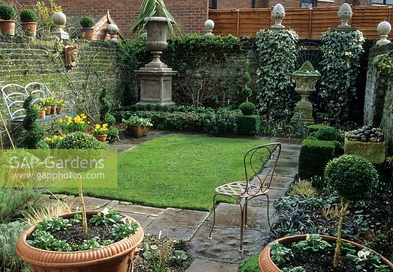 gap gardens small formal urban garden in london image no 0075917