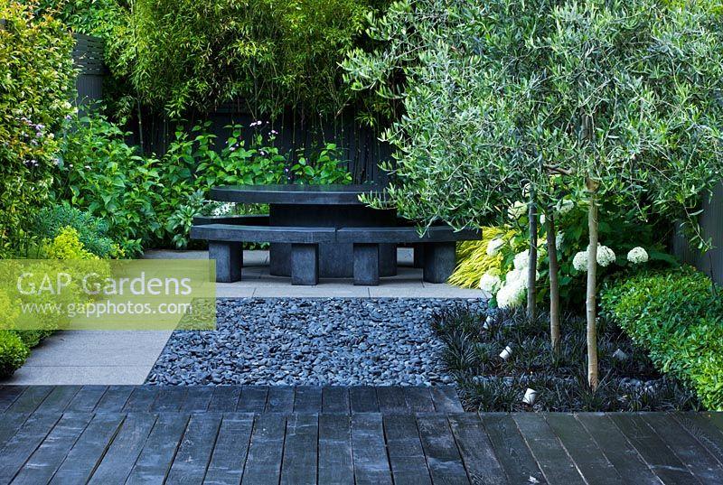 Gap Gardens Small Contemporary Garden With Black Deck