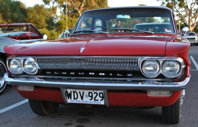 oldsmobile-f85-1961-04