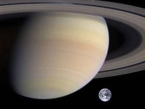 Saturn_vs_Earth