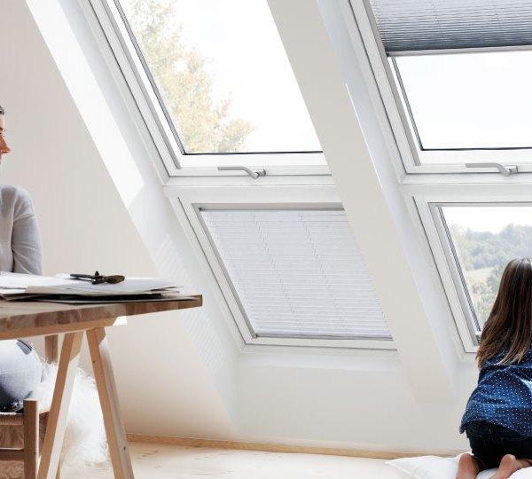 Velux finestre per tetti manuali con apertura dall 39 alto for Finestre velux manuali