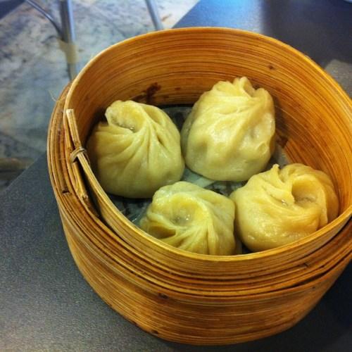 שאו לונג (כיסוני בצק במילוי חזיר) בפוראמה