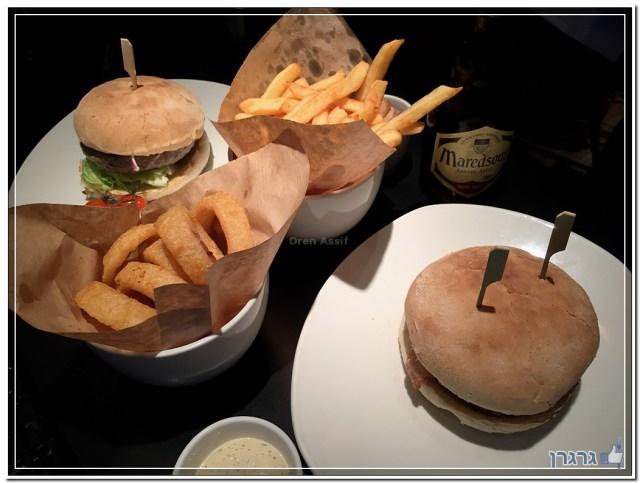 המבורגר ב-Ellis Gourmet Burger, בריסל
