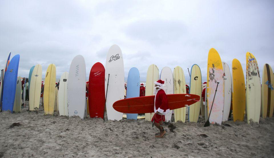 SurfingSantas0054.jpg