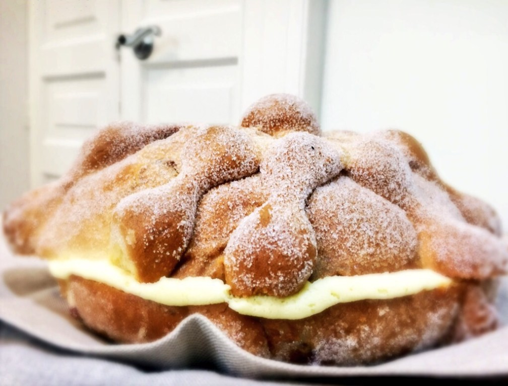 Montparnasse es una panadería con muchas sucursales. Ellos nos mandaron este rico pan con nata y buen cuerpo que hizo felices a todos en mi oficina.