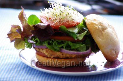 hamburguesa vegana de tofu, espinacas y espelta