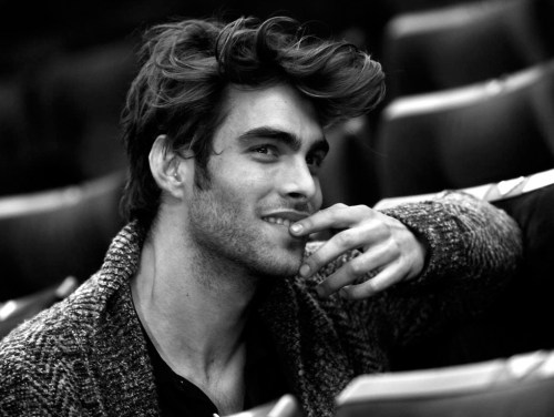 Jon Kortajarena - Movie Star Looks