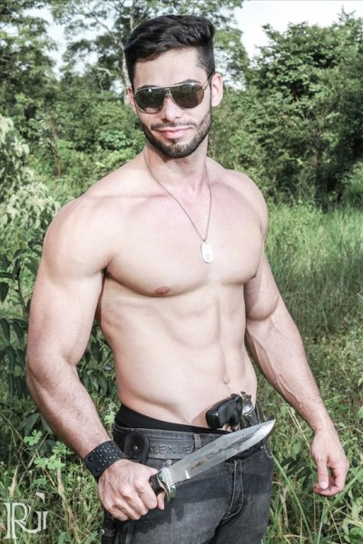 Armed And Gorgeous - Ricardo Florillo (1)