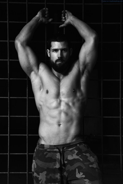 check-out-bearded-muscle-hunk-robert-blazevic-1