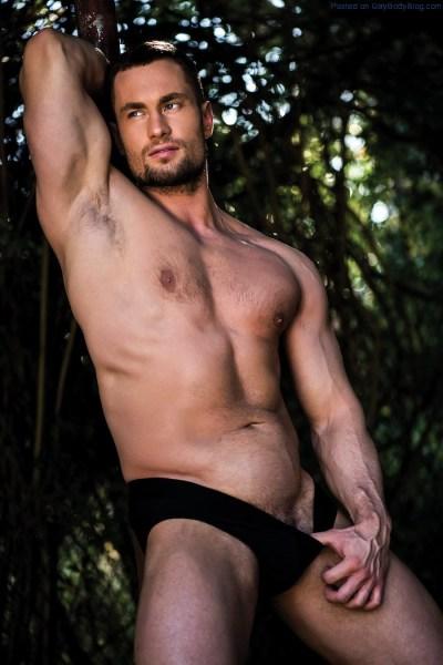 big-and-powerful-stas-landon-naked-1