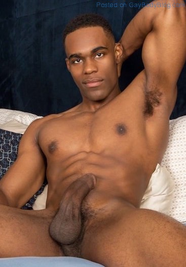 hung-black-jock-edison-has-arrived-to-impress-the-fans-6